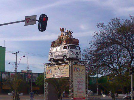 Denis-Kombi-centro-da-cidade-satélite-de-Ceilândia-DF-450x337 Volkswagen Kombi