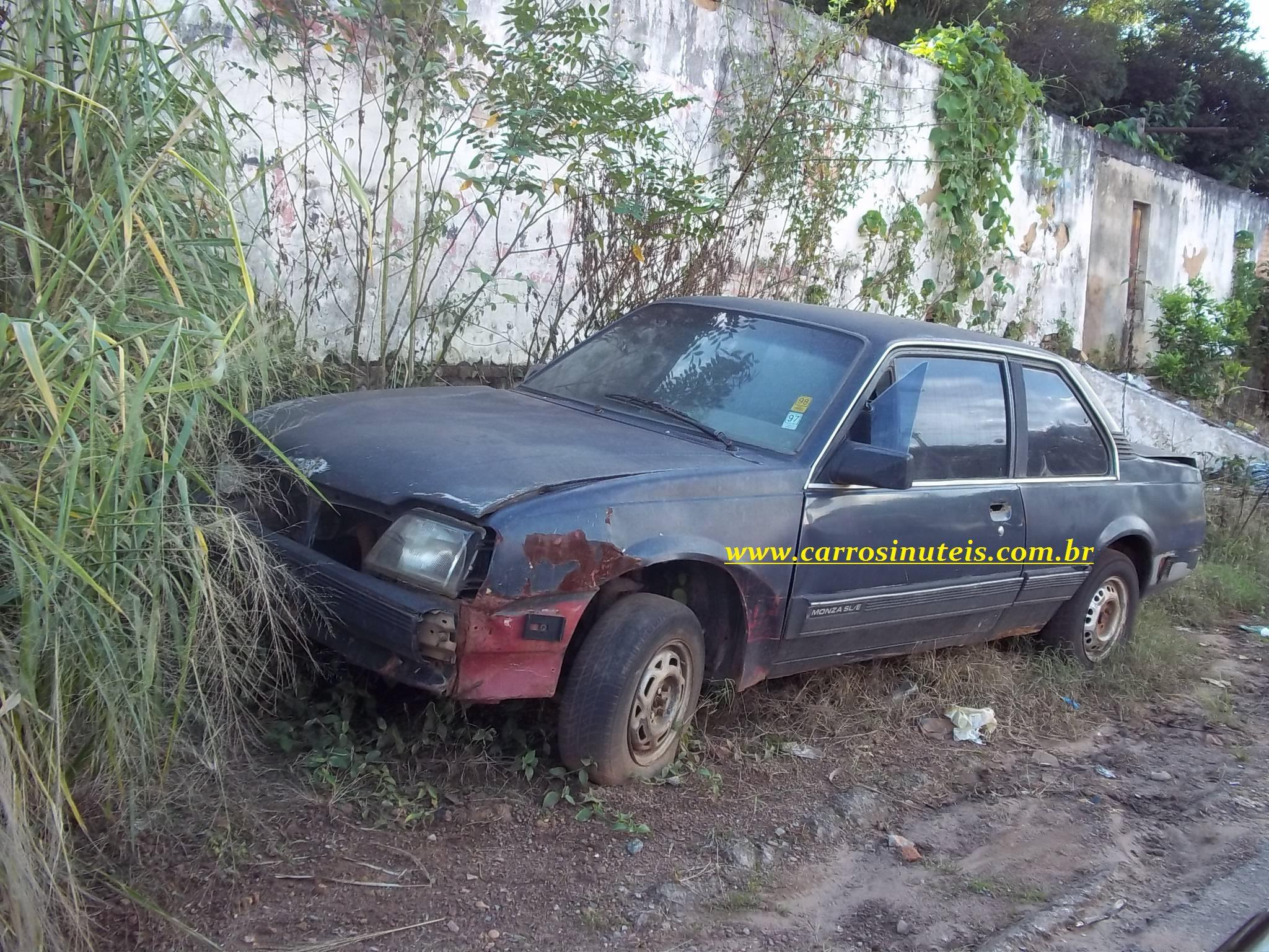 Hugo-Corumbá-de-Goiás-GO-Monza Chevrolet Monza