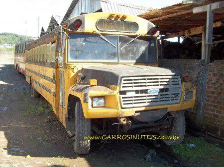 Onibus-Parobé-RS-NeroTatoo-450x337 Ônibus Escolar Ford, Parobé, RS. Foto de Nero Tatoo.
