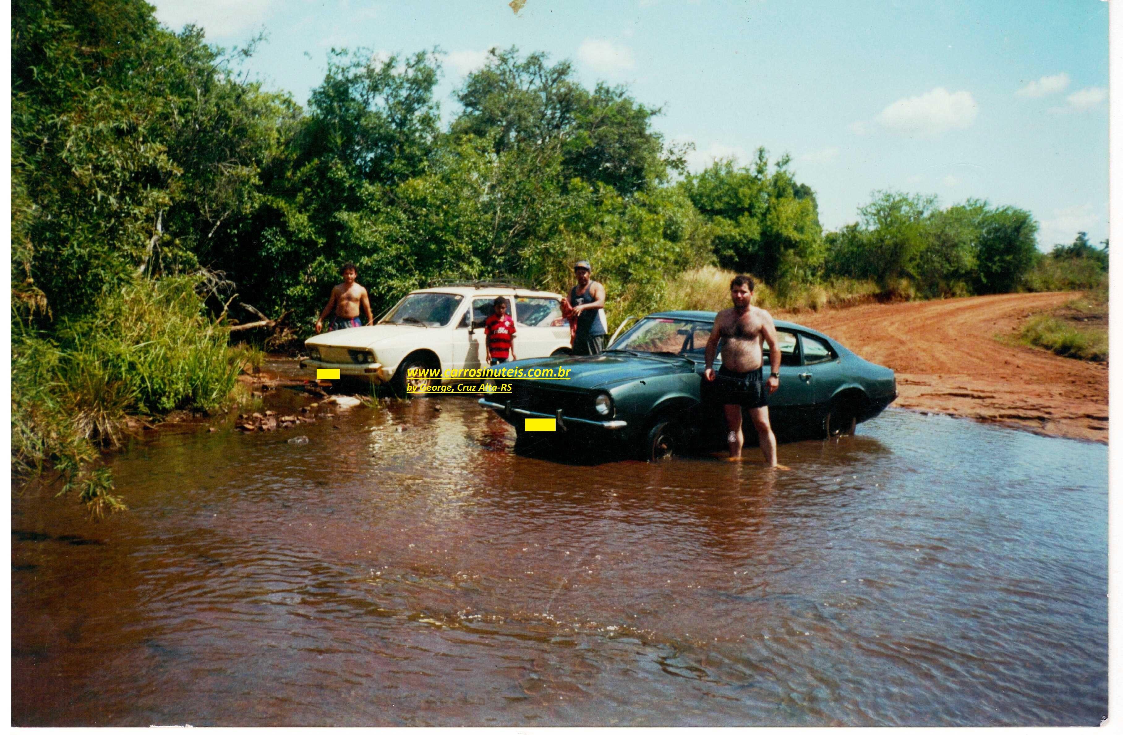 SCAN_20131106_084258511_001 Ford Maverick e VW Brasilia, em Cruz Alta, RS, final dos anos 80, by Jeorge